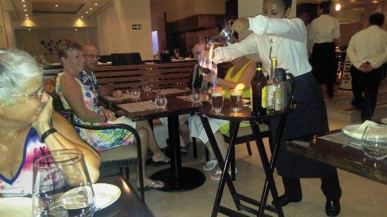 Sun Palace: Deysi doing Mayan coffee