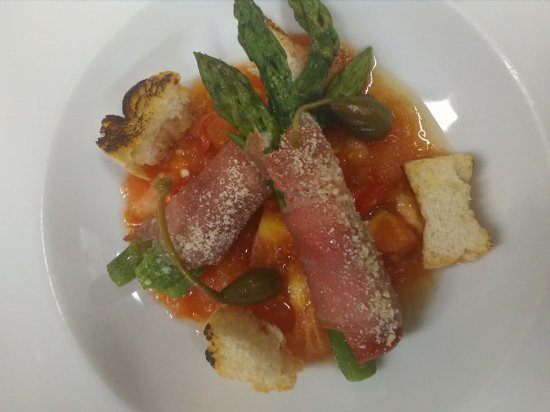 Mozzo, Italy: involtini di asparagi,prosciutto crudo di Parma,pomodoro fresco e peperoncino