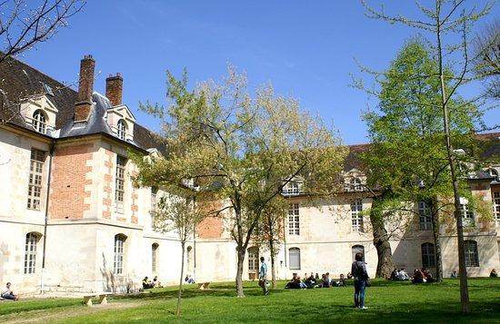 Jardins de l 39 h pital saint louis paris frankrike omd men - 13 rue de la grange aux belles 75010 paris ...