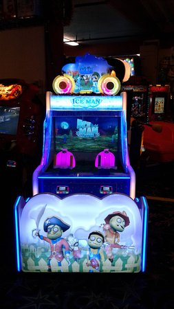 Long Beach, WA: Get ready for Halloween! Play Ice Man and stop the zombies! Open 10-10 or later every day #Funla