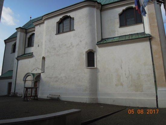La parrocchiale SS. Filippo e Giacomo: Side with main entrance