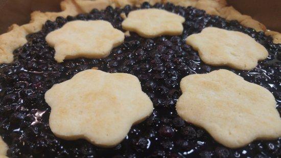 Smiths Falls, Καναδάς: Wild blueberry pie, our regular crust or gluten free