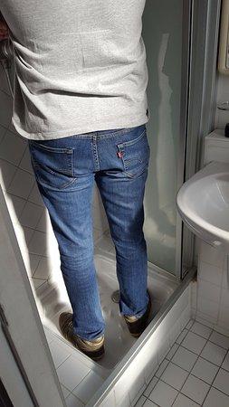 Hotel Saint Pierre: box do banheiro muito pequeno