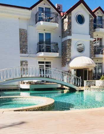 The Pine Hill Hotel & Suites: photo2.jpg