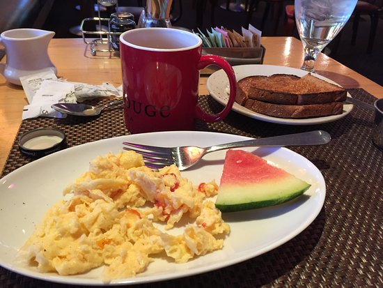 Sedona Rouge Hotel and Spa: Breakfast at the Red.