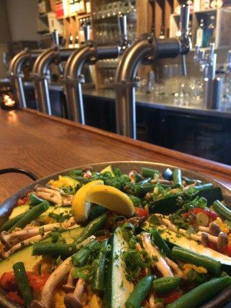 Ilha Bowen, Canadá: Paella Sunday ( Vegetarian )