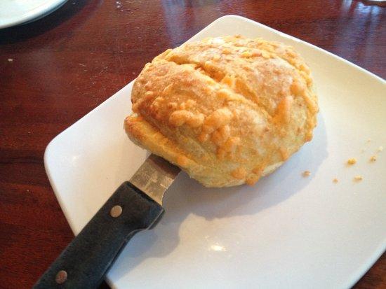 Costa Mesa, CA: Great tasty & warm bread