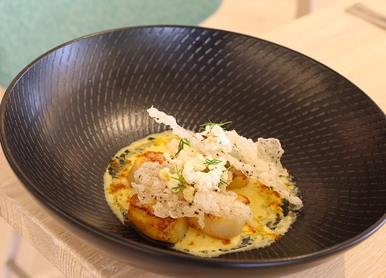 Tweed Heads, Australia: Pan seared scallops with basil-popcorn & sweetcorn puree