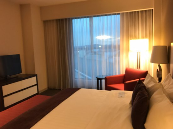 A lovely hotel; very convenient access to the mall, and a great restaurant downstairs