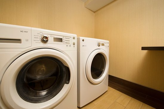 Waldorf, MD: Guest Laundry Room