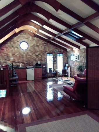 Annandale, Austrália: Inside from sleeping area looking at living area