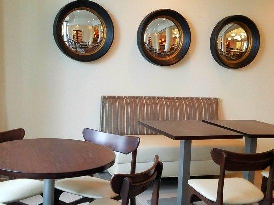 Irving, Teksas: Lobby Restaurant Seating