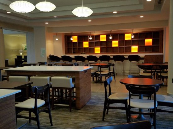 Irving, Teksas: Relax in our Beautiful Lobby Resturant & Bar