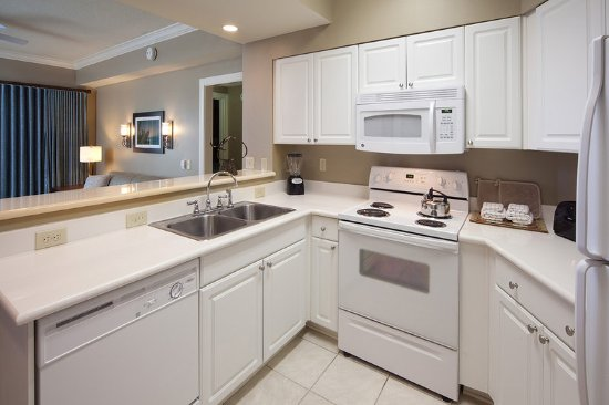 Holiday Inn Club Vacations Galveston Beach Resort: Enjoy everything you need to cook in the fully equipped kitchen