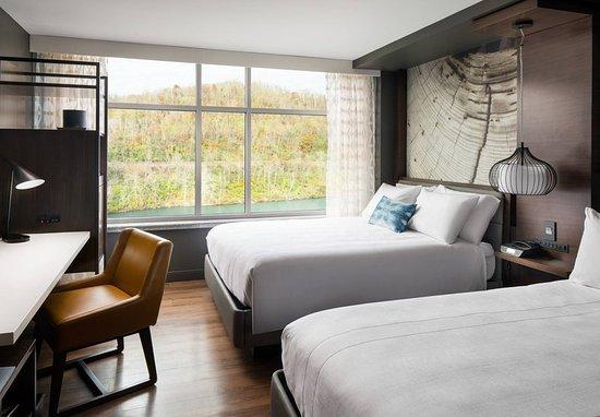 Morgantown, Virginia Occidental: Queen/Queen River View Guest Room