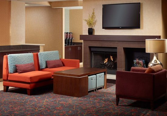 Alpharetta, Georgien: Lobby Fireplace Seating Area