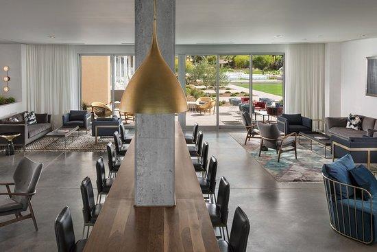 Paradise Valley, Arizona: Hearth The Living Room