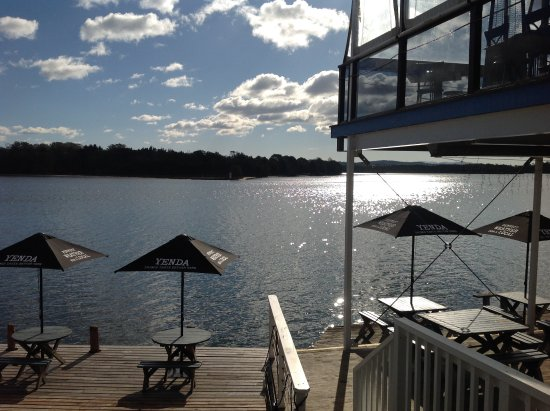Tuross Head, Avustralya: Alfresco dining by the lake
