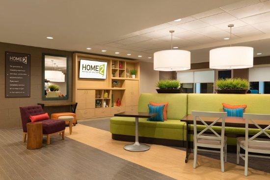 McDonough, GA: Comfortable Lobby