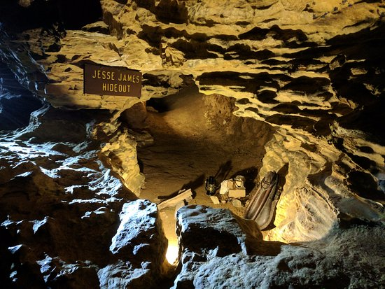 Mark Twain Cave and Cameron Cave: Jessie James stayed here