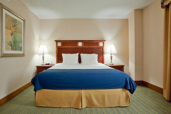 Holiday Inn Express Downtown Richmond: Great location, parking garage, free hot breakfast, free wifi