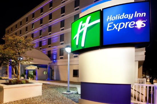 Holiday Inn Express Downtown Richmond: Downtown Richmond Hotel offers free full hot breakfast
