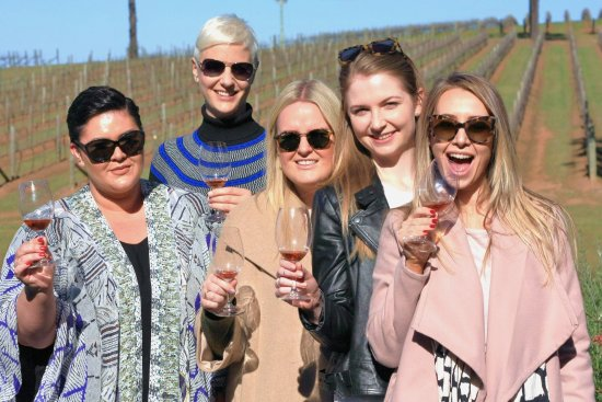 Hunter Valley Wine Tasting Tours: Glorious spring day amoung the Hunter Valley Vines!