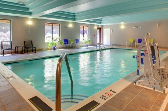 Cross Lanes, WV: Swimming Pool
