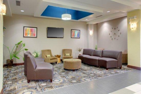 Cross Lanes, WV: Lobby Lounge