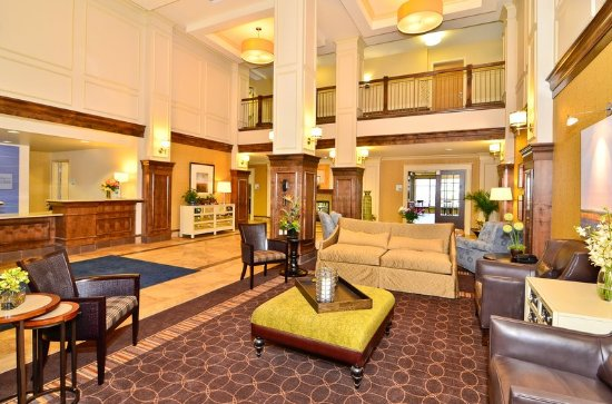Holiday Inn Express & Suites Williston: Lobby