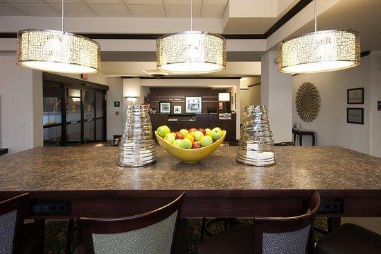 West Seneca, NY: Lobby Seating