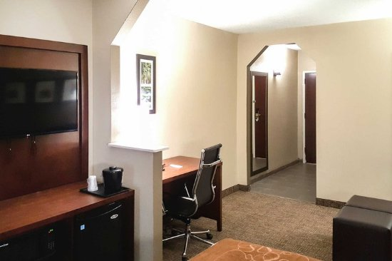 Alcoa, TN: Spacious suite with added amenities