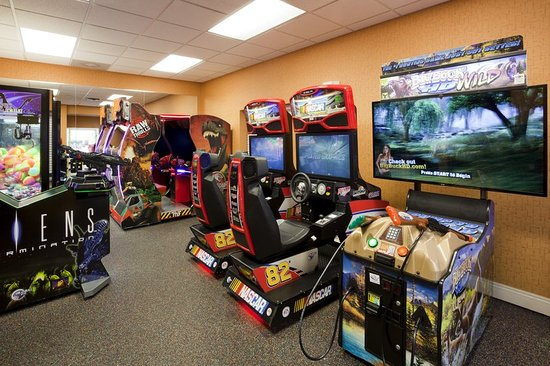 Maple Grove, Μινεσότα: Our Game Room is next door to the Waterpark for some extra fun!