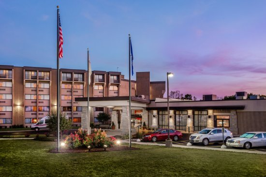 Crowne Plaza Hotel Milwaukee Airport
