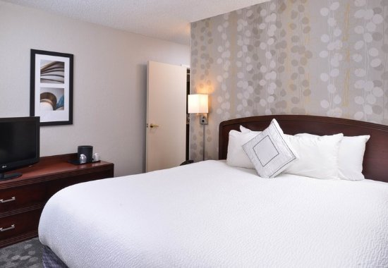 Matthews, NC: King Suite Sleeping Area