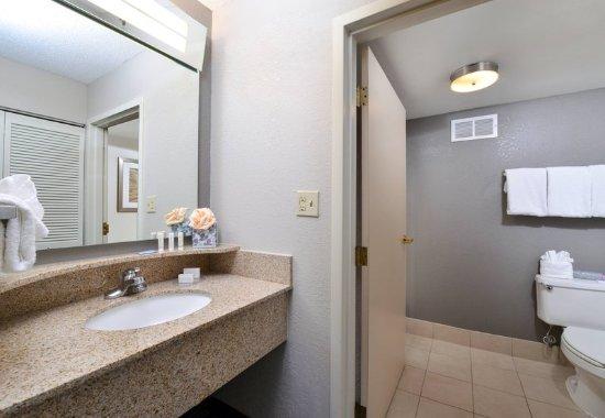 Matthews, NC: Guest Bathroom