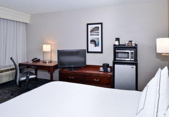 Matthews, NC: King Guest Room Amenities