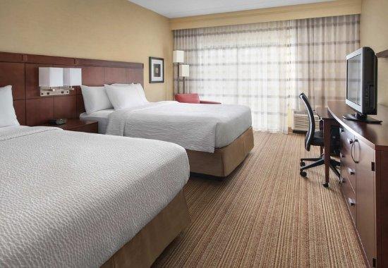 Norwood, MA: Queen/Queen Guest Room