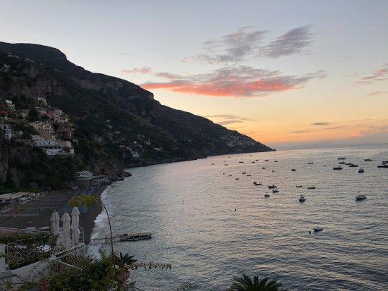 Covo Dei Saraceni: Sunrise from our balcony. Positano beach at the bottom left