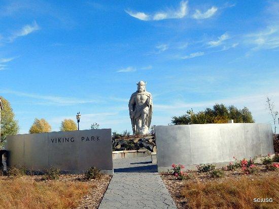 Icelandic Heritage: Viling Statue