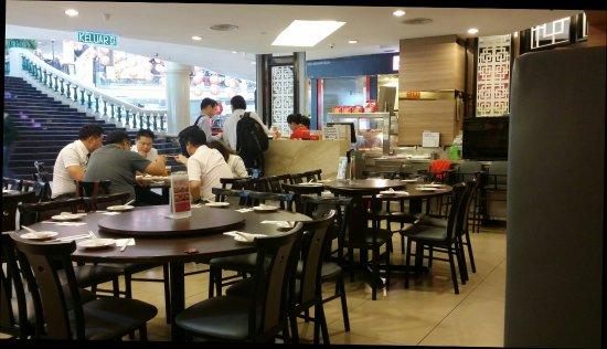 Sri Kembangan, Malesia: Esquire Kitchen
