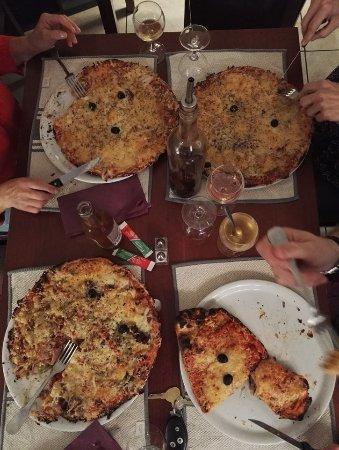 La Redorte, Frankrig: des pizzas généreuses et trés bonnes