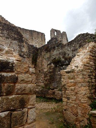 Kanfanar, Kroasia: Tra le rovine