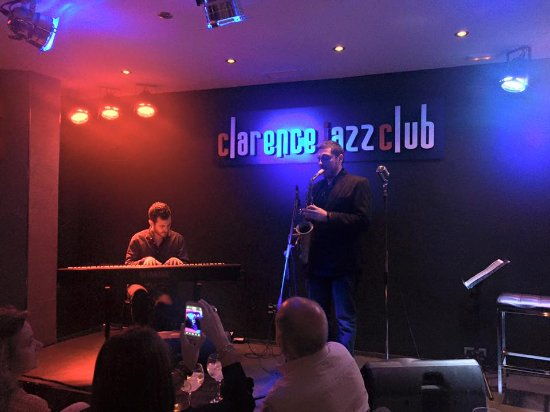 Sala picture of clarence jazz club malaga tripadvisor for Sala hollywood malaga