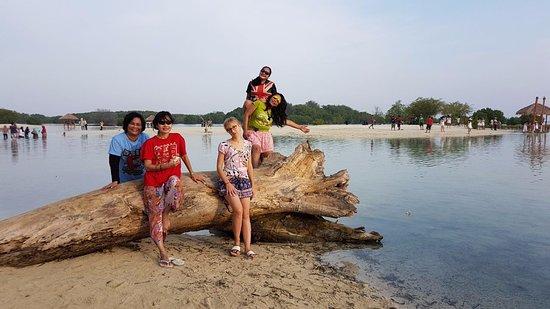 Salah Satu Spot Foto Di Pantai Pasir Perawan Picture Of Pasir Perawan Beach Pulau Pari Tripadvisor
