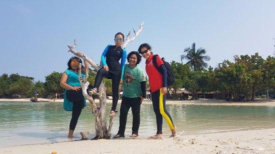 Spot Foto Lain Di Pinggir Pantai Pasir Perawan Picture Of Pasir Perawan Beach Pulau Pari Tripadvisor