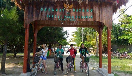 Pulau Pari, อินโดนีเซีย: Gerbang Pantai Pasir Perawan