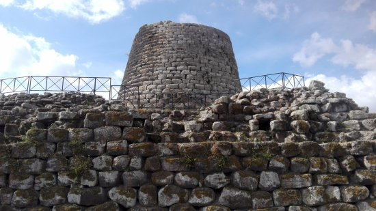 Nuraghe Sant'Antine: Veduta esterna