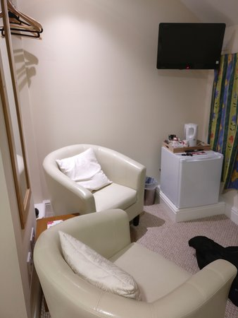 Kirtlebridge, UK: Double ensuite refurbished room - seating area