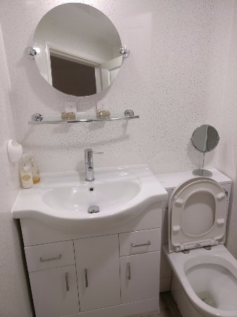 Kirtlebridge, UK: Double ensuite refurbished room - bathroom